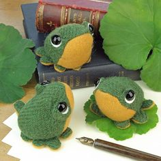 Handmade Croaker The Frog Paperweight Could this be a pincushion?