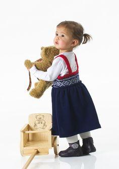 Girls Dresses, Flower Girl Dresses, Summer Dresses, Baby Barn, Dresser, Crafts For Kids, Knitting, Wedding Dresses, Crochet