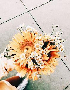 Bouquet of beautiful flowers Amazing Flowers, My Flower, Wild Flowers, Beautiful Flowers, Spring Flowers, Art Flowers, Yellow Flowers, Paper Flowers, No Rain
