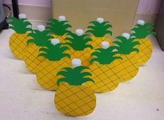My DIY pineapple bowling craft. Great for a Hawaiian themed party! Hawaiian Birthday, Hawaiian Theme, Hawaiian Luau, Moana Hawaiian, Art Party, Luau Party, Beach Party, Luau Games, Hawaiian Crafts