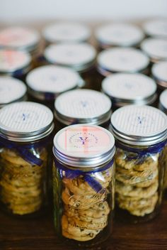 DIY wedding favor - chocolate chip cookies in mason jars - perfect favor for guests with a sweet tooth!