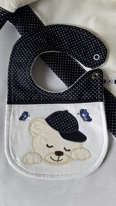 new Ideas knitting baby cap boys Baby Bib Tutorial, Baby Sheets, Baby Bibs Patterns, Bib Pattern, Baby Sewing Projects, Baby Couture, Baby Shower Fun, Baby Crafts, New Baby Gifts