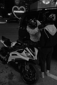 Motorcycle Couple Pictures, Biker Couple, Cute Couple Pictures, Friend Pictures, Biker Love, Biker Girl, Couple Goals Relationships, Relationship Goals Pictures, Couple Aesthetic