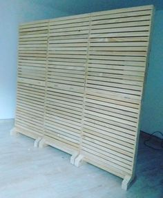 Wood Panel – Pinus for decoration! Pallet Furniture, Home Furniture, Business Office Decor, Diy Privacy Fence, Craft Show Booths, Movable Walls, Diy Room Divider, Diy Porch, Door Makeover