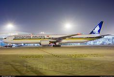 Singapore Airlines Boeing 777-312 9V-SYF 30868 Delhi Indira Gandhi Int'l Airport - VIDP