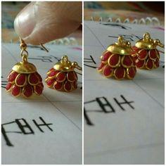 Simple red stoned jumkhas !