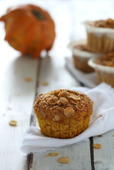 FLUFFY PUMPKIN MUFFIN WITH SOY FLAKES. Dairy-free sweets easy and flavoured. Low in calories, high in taste! Sweet And Salty, The Dish, Sweet Recipes, Dairy Free, Muffin, Pumpkin, Yummy Food, Sweets, Dishes