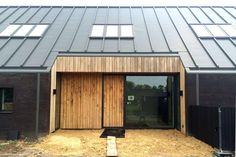 Make sure you visit our information site for much more information on this fantastic photo Roof Architecture, Residential Architecture, New Home Designs, Cool House Designs, Zinc Roof, House Extension Design, Commercial Roofing, Black Barn, Shed Homes