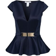Short sleeves and v-neckline front. Wide ruffled peplum hem and decorative metal plate in the front. Blouse Styles, Blouse Designs, Peplum Shirts, Peplum Tops, Ruffle Shirt, Ruffle Top, Lawyer Outfit, Mode Inspiration, Look Fashion