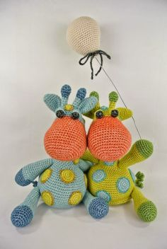 Crochet giraffes with amigurumi balloon. Giraffe Crochet, Knit Or Crochet, Cute Crochet, Crochet Animals, Crochet Crafts, Crochet Dolls, Yarn Crafts, Crochet Projects, Crochet Baby