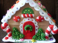 Vintage and Classic … More Gingerbread Houses from Christmas Past Gingerbread House Patterns, Christmas Gingerbread House, Christmas Past, Felt Christmas, Gingerbread Houses, Italian Christmas, Gingerbread Cookies, Xmas, Christmas Food Gifts