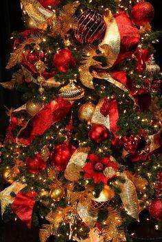Decora la Navidad en Color Rojo http://cursodedecoraciondeinteriores.com/decora-la-navidad-en-color-rojo/ #ideasmodernasparadecorarelhogarennavidad #ideasparadecorarderojoennavidad #pinosnavideñosencolorrojo #Unanavidadencolorrojo #variasideasparadecorarelárboldenavidadencolorrojo