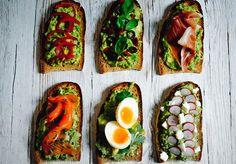Du pain, de l'avocat écrasé, et pléthore de toppings, il n'en faut pas plus pour des avocado toasts à tomber. La recette en images.