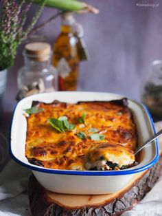 Meat, Zucchini and Potato Bake - Delicious meat, potato and mushroom bake, baked under bechamel sauce and cheese. Great for family dinner Bechamel Sauce, Main Meals, Lasagna, Macaroni And Cheese, Casserole, Zucchini, Stuffed Mushrooms, Turkey, Potatoes
