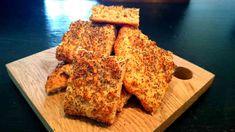 Ett LCHF-recept på ett jättegott frukostbröd som är perfekt att baka på morgonen och äta färskt och nybakat. Luftigt och saftigt! Lowcarb, LCHF.