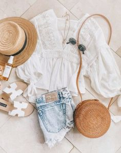 it, a shopping discovery app that allows you to instantly shop your favorite influencer pics across social media and the mobile web. Summer Fashion Outfits, Cute Summer Outfits, Spring Summer Fashion, Spring Outfits, Trendy Outfits, Cute Outfits, Casual Summer, Winter Fashion, Fashion Mode