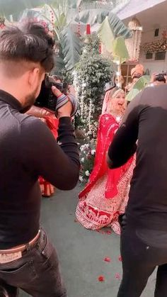 Indian Bridal Photos, Indian Bridal Outfits, Indian Bridal Fashion, Indian Wedding Songs, Wedding Dance Video, Bride Entry, Bridal Portrait Poses, Indian Wedding Photography Poses, Bollywood Wedding