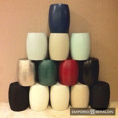 Tamboretes em destaque: disponíveis em diversos revestimentos e cores. #EmporioBeraldin2014