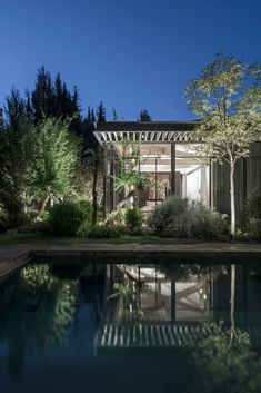 Pitsou Kedem Architects has used fully glazed walls and an extended pergola-style roof to link this home with its garden in the Savyon district of Israel. Wood Pergola, Pergola Patio, Pergola Plans, Pergola Kits, Pergola Cover, Pergola Ideas, Patio Ideas, Patio Privacy, Cheap Pergola