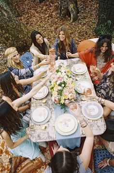 Bohemian-Vintage Outdoor Lunch, girlfriends; styling: Sterling Social, photo: Braedon Photography, props: Found Vintage Rentals