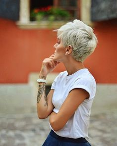 Kurze geschichtete Frisuren Top Kurzhaarschnitte (Fotos + Videos) - SHOES PIN Source by mrssnippyj Kleider Short Grey Hair, Short Hair With Layers, Short Blonde, Short Hair Cuts, Blonde Hair, Short Hair Styles, Short Length Haircuts, Short Pixie Haircuts, New Haircuts