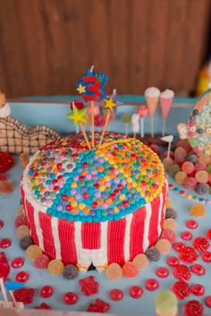 BIG TOP BIRTHDAY CAKE