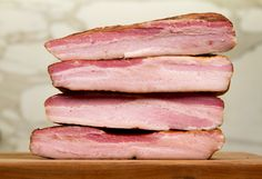 Everyone loves bacon! It's used in everything from sandwiches to salads to chocolate bars. We even wrap things in bacon. So how can you improve upon perfection? Make your own bacon, of course! How to Make Your Own Smoked Bacon Pork Belly Bacon Recipe, Pork Belly Recipes, Pork Bacon, Bacon Recipes, Smoked Beef Brisket, Smoked Bacon, Home Made Bacon, Curing Bacon, Curing Salt