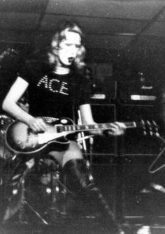 December 21, 1973 - Queens, NY    One of the earliest dated pictures of Ace with his Tobacco-burst Deluxe
