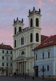 (Slovaquie) La Cathédrale Saint-François-Xavier est une cathédrale située à Banská Bystrica en Slovaquie. Saint François Xavier, Francois Xavier, France, St Francis, Our Country, Homeland, Hungary, Saints, Places To Visit
