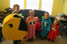 Pac Man and the Ghosts Costumes: My kids decided that wanted to be Pac Man and the 4 ghosts for Halloween. So that put me and DaDee on task of creating all 5 costumes. Pac Man Halloween Costume, Sibling Halloween Costumes, Sibling Costume, Ghost Costumes, Fete Halloween, Family Costumes, Cute Costumes, Costume Ideas, Halloween Stuff