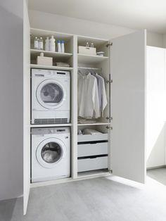 Çamaşır odası hayatımıza yeni yeni girmiş veya hiç girmemiş bile olabilir. Kültümüzde bir çamaşır odası olan ev inşa etmek pek de fazla bulunmuyor. Ancak son yıllarda yapılan yeni binalarda bu odalar da ev planlarında artık yerlerini almakta. Fazla Eşyalarımızı Çamaşır Odasında Saklayabiliriz Kullanım açısından son derece yararlı olan bu küçük odalar evimizde en çok girip çıkacağımız oda olabilir. Bize fazlalık olan bir çok eşyamızı bu odada saklayabiliriz. Odanın temel demirbaşları ise…