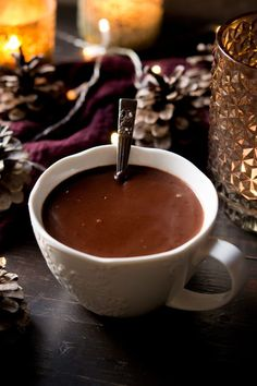 Thick and decadent Italian hot chocolate made from scratch. It's so easy to make and is ready in under 10 minutes. Thick, smooth and creamy hot chocolate, a perfect festive treat. Café Chocolate, Hot Chocolate Recipes, How To Make Chocolate, Italian Chocolate, Homemade Hot Chocolate, Chocolates, Italian Hot, Winter Drinks, Sweets