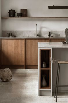 Modern Kitchen Interior Remodeling Is the All-White Kitchen Trend Finally Over? Nordic Kitchen, All White Kitchen, Scandinavian Kitchen, Warm Kitchen, Natural Kitchen, Eclectic Kitchen, Stylish Kitchen, Green Kitchen, Modern Kitchen Design