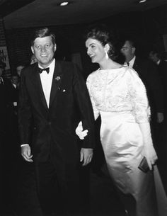 ♥ The President and First Lady depart the Inaugural Salute Dinner and fundraser for the Democratic Party at the National Guard Armory ~ January 20, 1962                ♥ .♥❃❋✽✾❀❃ ♥ http://en.wikipedia.org/wiki/John_F._Kennedy  http://en.wikipedia.org/wiki/Jacqueline_Kennedy_Onassis