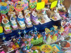 Figuras tradicionales de Día de Muertos presentadas en la Feria del Alfeñique en Toluca Mex.