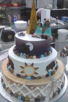 Native American Wedding Cake by Incredible Edibles - ImPane Native American Cake, Native American Wedding, American Food, American Indians, Gorgeous Cakes, Amazing Cakes, Indian Cake, Fondant, Cupcake Cakes