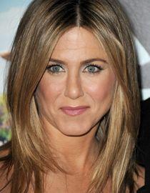 Cheveux blond foncé : Jennifer Aniston - hair color