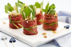 Carpaccio rolletjes – Food And Drink I Love Food, Good Food, Yummy Food, Tasty, Tapas Recipes, Appetizer Recipes, Fingers Food, Healthy Snacks, Healthy Recipes