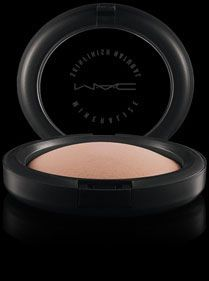 MAC Mineralize Skinfinish Natural - gives such a smooth, glowy finish over foundation or by itself