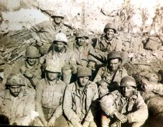 Brave of the Bravest. Medics on Iwo. This is what Heroes looks like! Us Marines, Military Photos, Military History, Battle Of Iwo Jima, War Dogs, Total War, Army & Navy, Usmc, World War Two