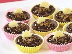 Čokoládové košíčky s parížskym krémom Christmas Candy, Christmas Cookies, Czech Recipes, Mini Cakes, Matcha, Cupcakes, Sweets, Baking, Desserts