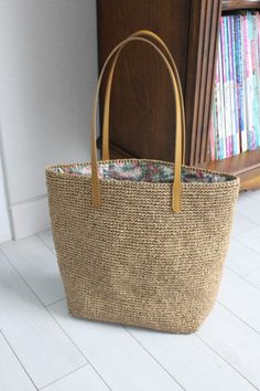Trend Bags World - Soyluer Medya Free Crochet Bag, Crochet Tote, Crochet Shoes, Crochet Christmas Gifts, Crochet Shoulder Bags, Hand Knit Scarf, Straw Tote, Jute Bags, Crochet Round