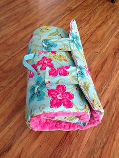Sewing Blankets I liked this Lady's pin of how to make a nap blanket. I don't have kids but great idea for if I ever do. Sewing For Kids, Baby Sewing, Diy For Kids, Fabric Crafts, Sewing Crafts, Sewing Projects, Sewing Hacks, Sewing Tutorials, Nap Mat Tutorial