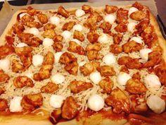 BBQ chicken pizza met mozzarella