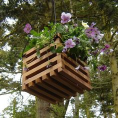 Small garden  hangers. Make from pallets
