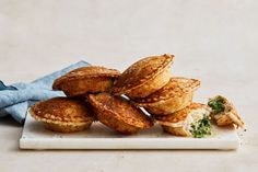 Pie maker chicken kiev patties Mini Pie Recipes, Quick Chicken Recipes, Chicken Kiev Recipe, Cooking Recipes, Quick Meals, Cooking Tips, Healthy Recipes, Savory Pancakes, Savoury Pies