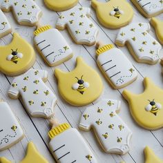 Totally tickled by this set! (Large bumblebee inspo from 🙌) Baby Shower Parties, Baby Shower Themes, Baby Shower Decorations, Baby Gender Reveal Party, Gender Neutral Baby Shower, Gender Reveal Cookies, Bee Gender Reveal, Bee Cookies, Cookies Et Biscuits