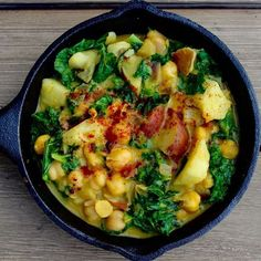 Who makes stews in this hot ass weather? I do. I just whipped up this curried coconut chickpea dish with kale for this week's lunch. So savory and tasty!! Made the recipe simple to follow. Hope you whip out those pans (turn on the ac) and make it! Recipe is up ♡♡ Buenas noches