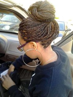 Women enjoy wearing box braids because these braids not only allow them to extend the length of their hair, but they can also wear different hairstyles with box braids. Although these styles look v… Curly Hair Braids, African Braids Hairstyles, Pretty Hairstyles, Braided Hairstyles, Curly Hair Styles, Natural Hair Styles, Box Braids Bun, Long Braids, Dreads