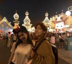 Taehyung Selca, Cute Couple Drawings, Jennie Kim Blackpink, Ghost Hunting, Blackpink And Bts, Kpop, Just Friends, Blackpink Lisa, Yoko